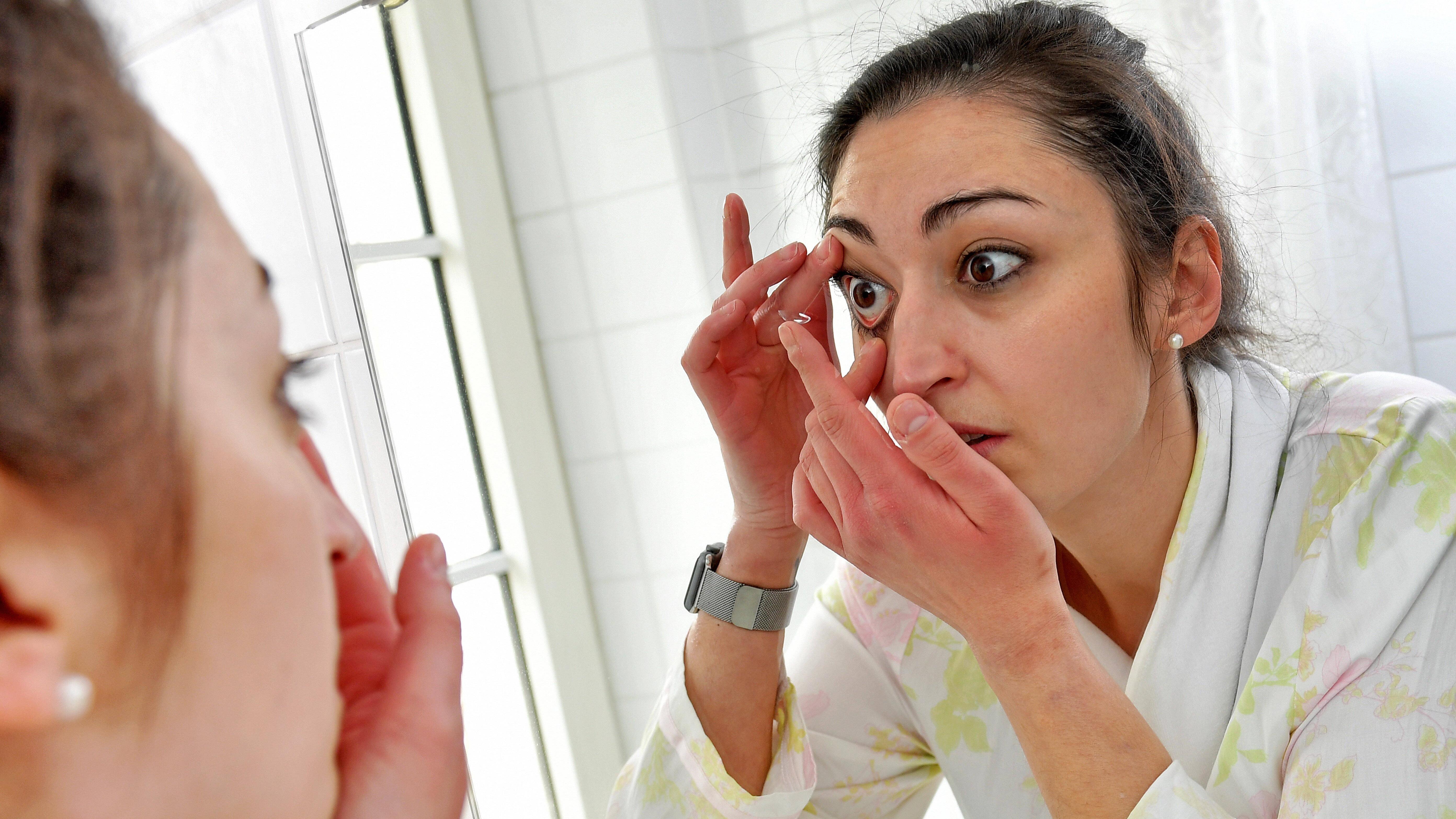 Kontaktlinse rausnehmen