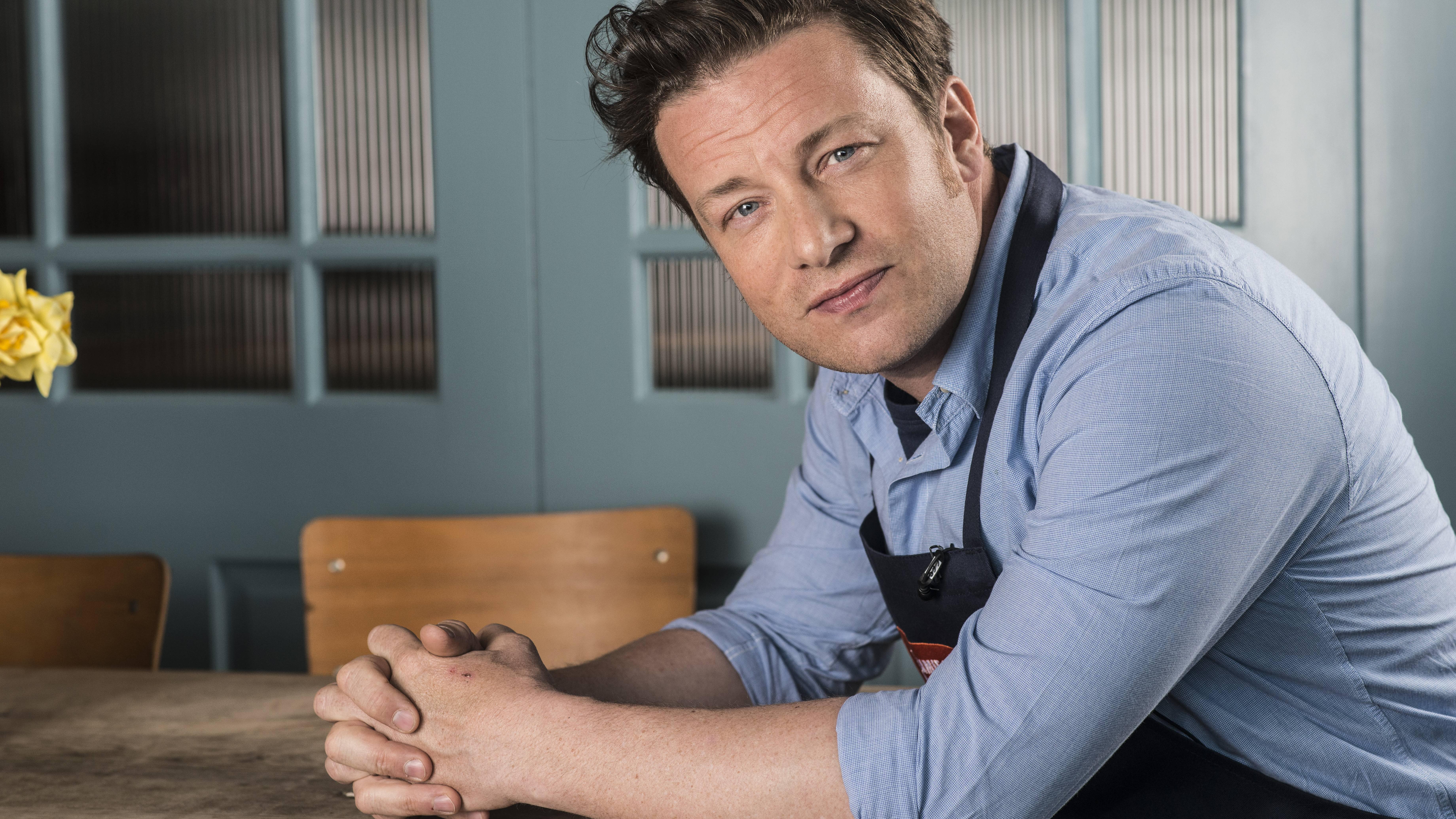 Schnell-einfach-So-gelingt-eine-leckere-Lachs-Pasta-nach-Jamie-Oliver-Art